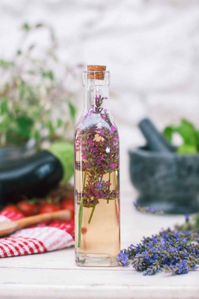 Geschenke aus dem Kräutergarten: Lavendel-Essig
