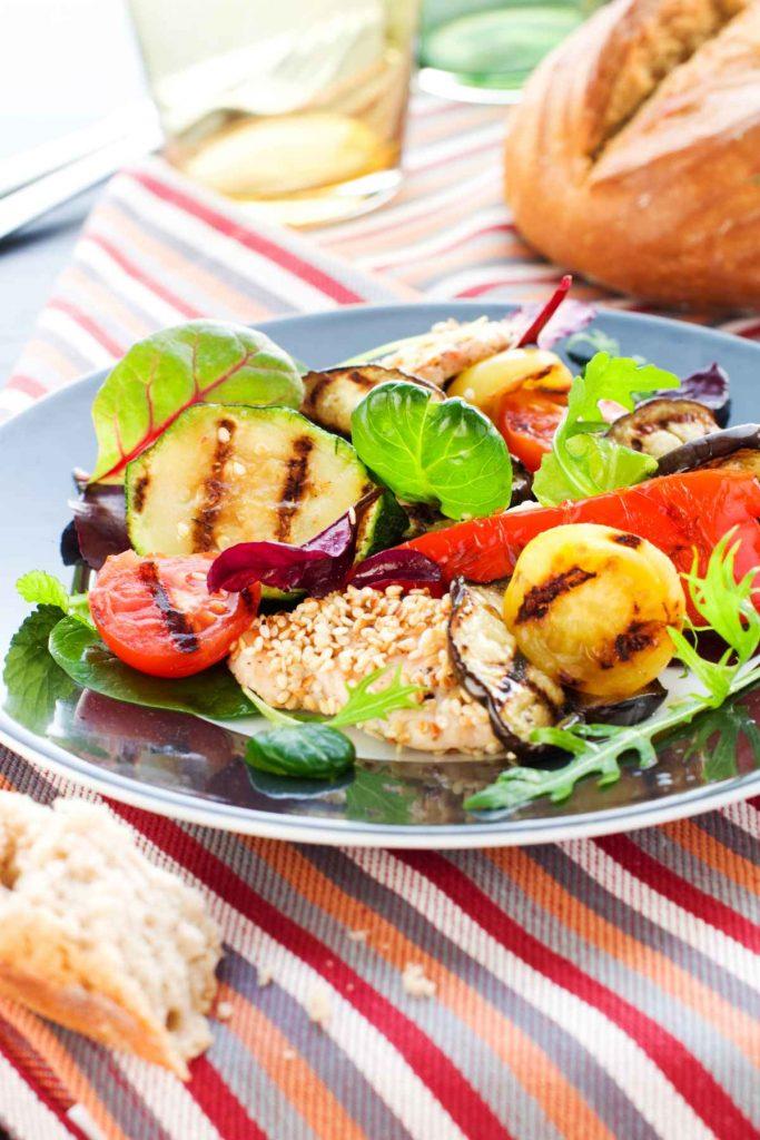 Grill-Rezept: Sesam-Thunfisch mit Gemüse