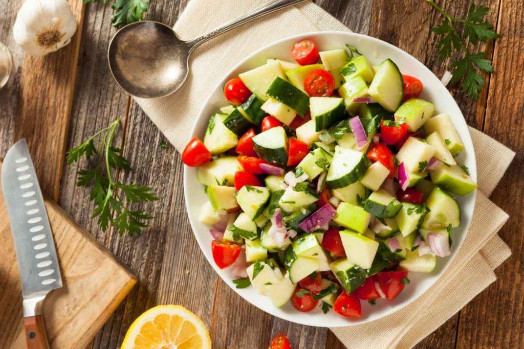 Rezept Sommersalate: Tomaten-Gurken-Salat mit Apfel