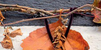 Fledermaus basteln aus Naturmaterialien